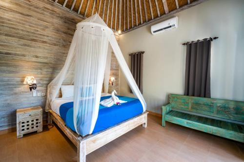 A bed or beds in a room at Song Lambung Beach Huts