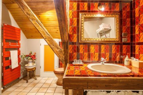 A bathroom at La Ferme d'Agathe