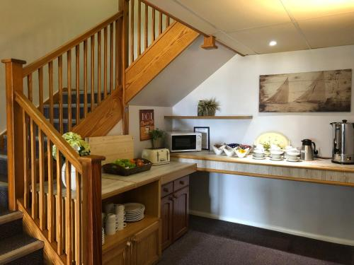 A kitchen or kitchenette at Redwings Lodge Rutland