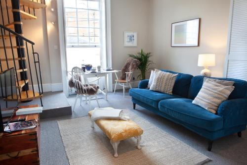 A seating area at Lansdown Place Apartment