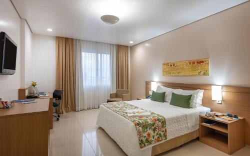 A bed or beds in a room at Blue Tree Premium Manaus