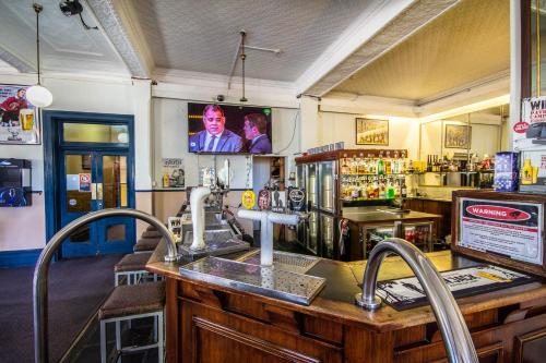 A restaurant or other place to eat at Bellbird Hotel