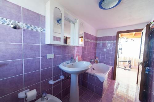 A bathroom at Acqua Di Mare