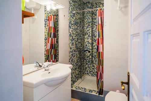 A bathroom at Apartamento Rio Marinas Nerja 46