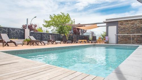The swimming pool at or close to Sure Hotel by Best Western Beziers Le Monestie