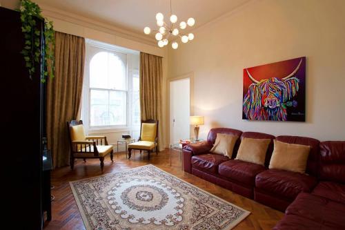 ALTIDO Spacious Castle Terrace 3 Bedroom Apt (Sleeps 8)