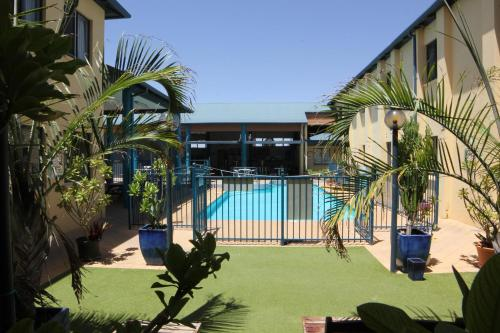 A view of the pool at Ningaloo Coral Bay Backpackers or nearby