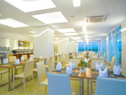 A restaurant or other place to eat at Aung Myint Mo Hotel