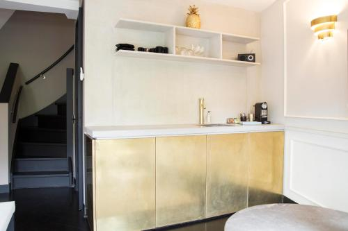 A kitchen or kitchenette at House of Amstel