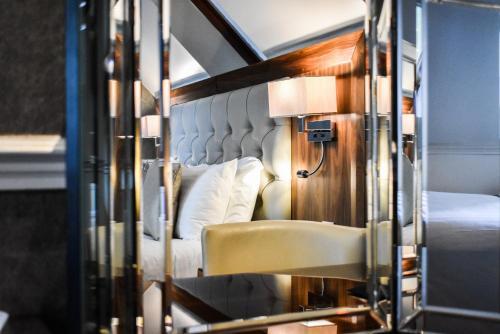 Двухъярусная кровать или двухъярусные кровати в номере Dalziel Park Hotel