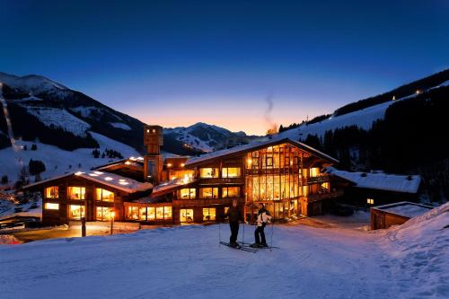 Art & Ski-in Hotel Hinterhag during the winter