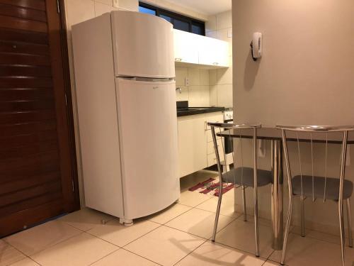 A kitchen or kitchenette at Apartamento na Praia de João Pessoa