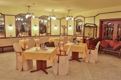 A restaurant or other place to eat at Hotel Krone