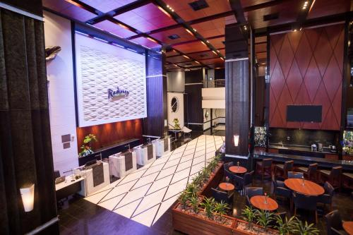 A restaurant or other place to eat at Radisson Hotel Curitiba