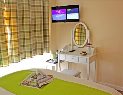 A bed or beds in a room at Silverbridge Lodge