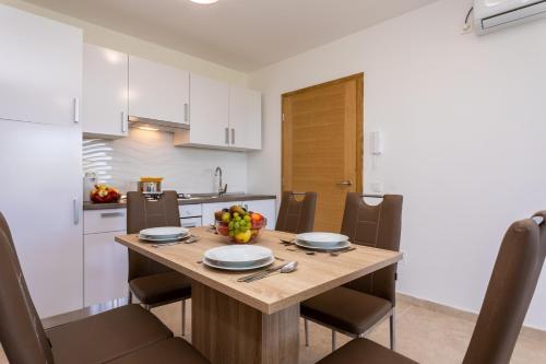 A kitchen or kitchenette at Villa Neda