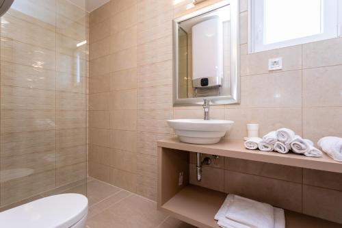 A bathroom at Villa Neda