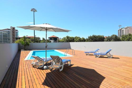 The swimming pool at or near Villa Quinta Nogueira II by HR Madeira
