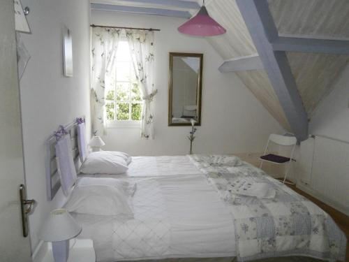 A bed or beds in a room at Le Verger