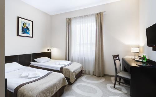 A bed or beds in a room at Hotel Picaro Stok