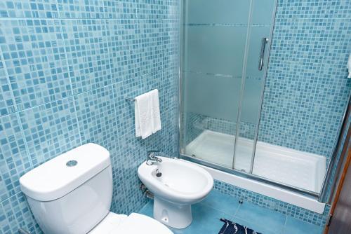 A bathroom at Almada Guest House