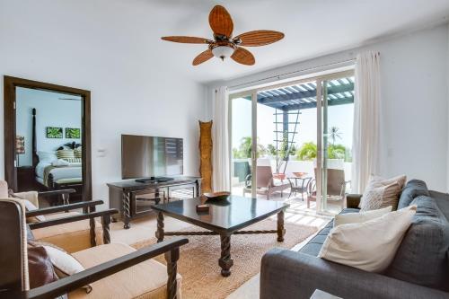 A seating area at Las Terrazas Resort & Residences