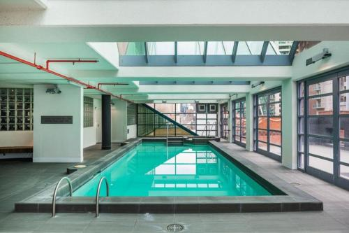 The swimming pool at or near Corporate Stayz on Exhibition