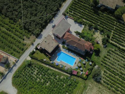 A bird's-eye view of Grapevines Hotel