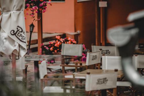 Ein Restaurant oder anderes Speiselokal in der Unterkunft Hotel Alfa Art