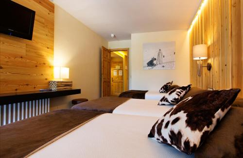 A bed or beds in a room at Hotel La Coma