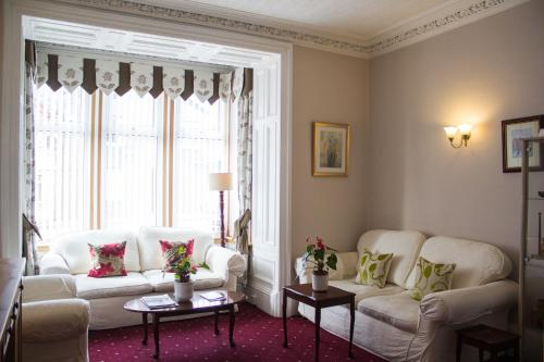 A seating area at Hazeldene Guest House
