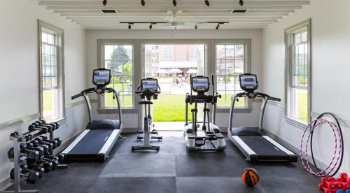 The fitness center and/or fitness facilities at Baron's Cove