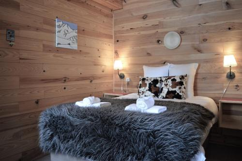A bed or beds in a room at Chalet Saint Bernard