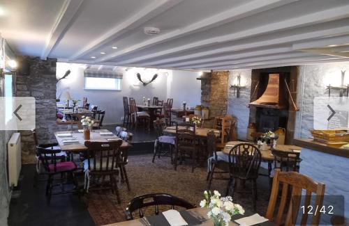 A restaurant or other place to eat at Garway Moon Inn