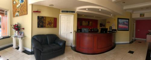 The lobby or reception area at Gateway Inn and Suites San Francisco SFO Airport