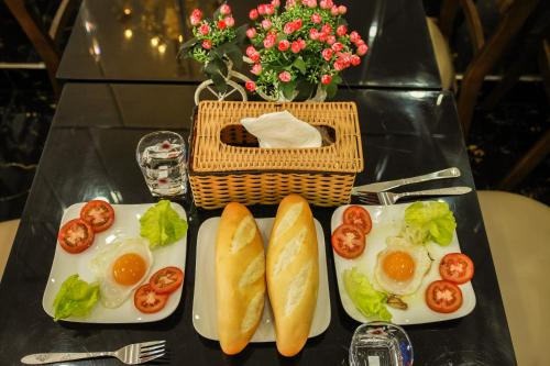 Breakfast options available to guests at Ngoc Tung Mini Hotel