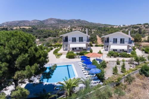 Villa Piccolo Paradiso veya yakınında bir havuz manzarası