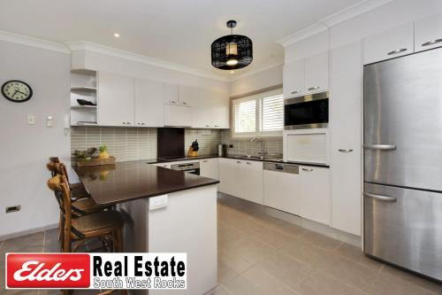 A kitchen or kitchenette at Front Creek Unit No 5