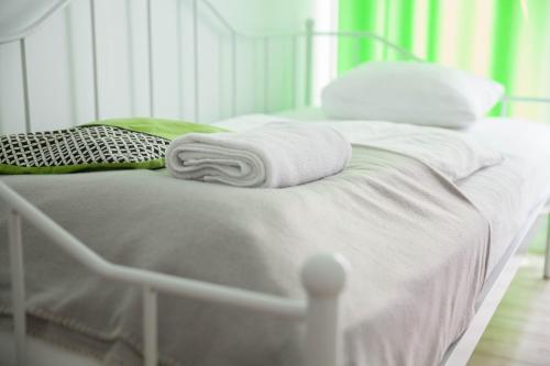 Łóżko lub łóżka w pokoju w obiekcie MSapartamenty Centrum 2