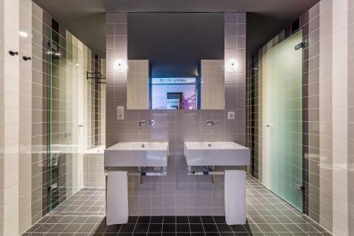 A bathroom at Room Mate Bruno