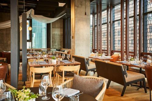 A restaurant or other place to eat at Le Germain Hotel Ottawa