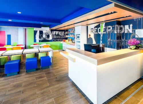 The lounge or bar area at ibis Budget - Melbourne Airport