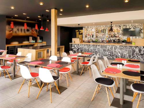 A restaurant or other place to eat at ibis Birmingham Bordesley