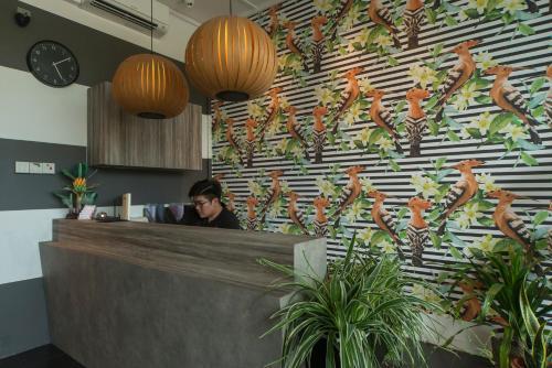 The lobby or reception area at RedDoorz Hostel @ Kallang MRT (SG Clean)