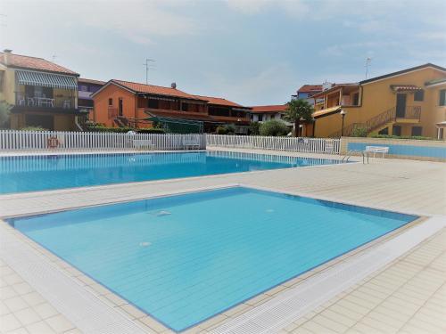 Bazén v ubytování Villaggio Cristina nebo v jeho okolí