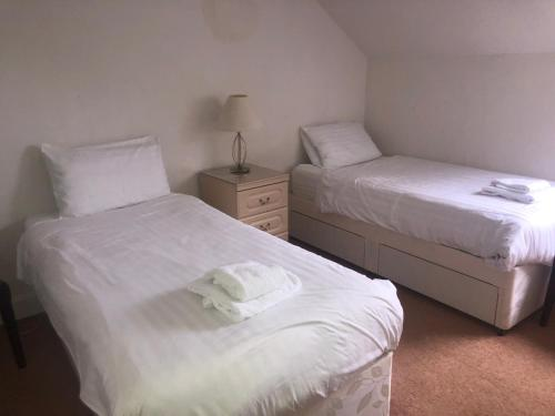 A bed or beds in a room at Aberdour Guest House