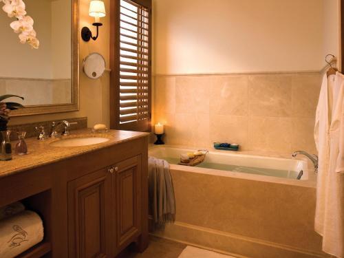 A bathroom at Resort at Pelican Hill