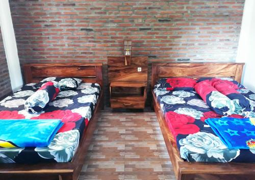 A bed or beds in a room at Ragha Homestay