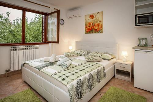 A bed or beds in a room at Apartments Juranic I