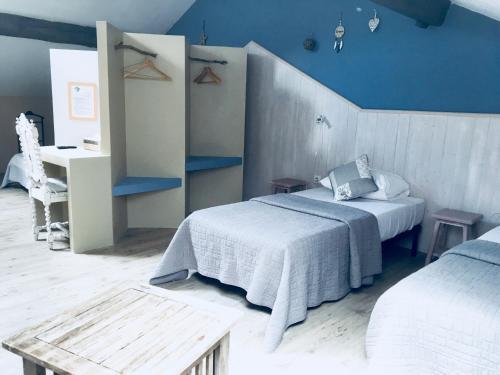 Un ou plusieurs lits dans un hébergement de l'établissement Les chambres du Presbytère du Val